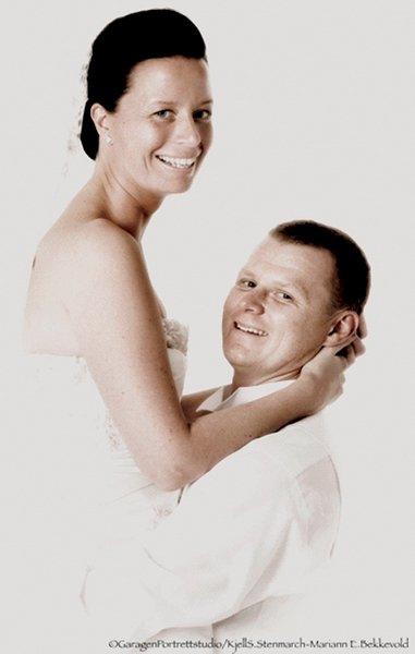 Agnete Norberg og Erik Watndal giftet seg 6. september i Rygge kirke.     FOTO: GARAGEN PORTRETTSTUDIO/ KJELL S. STENMARCH - MARIANN E. BEKKEVOLD