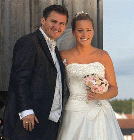 Inger Johanne Engelsviken og Stig Arne Gjellestad giftet seg i Glemmen kirke lørdag 20. september.          FOTO: ASBJØRN PAULSEN
