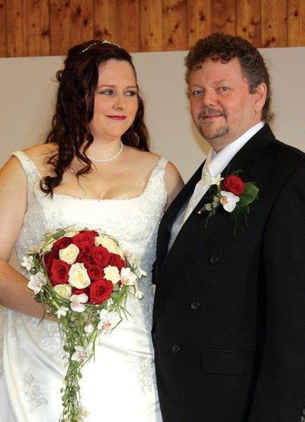 Vi giftet oss i Borge kirke 19. september. Vi hadde en kjempehyggelig dag med familie og venner i Selbaks klubbhus. Linda og Ketil Andersen.