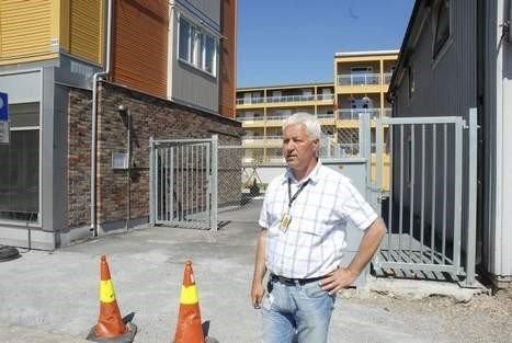 Det var ved denne porten i Tollbugata i Drammen kvinnen ble slått ned. Politiet og leder for kriminalvakten ved Drammen politistasjon, Tor Ingolf Johansen, tror hun ble deretter fraktet inn i sin egen leilighet hvor hun ble voldtatt.