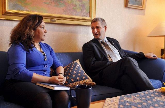 Leder i Drammen innvandrerråd Ana Maria Silva-Harper og ordfører Tore Opdal Hansen (H) frykter at hijabdebatten fører til større motsetninger og fremmedfrykt.