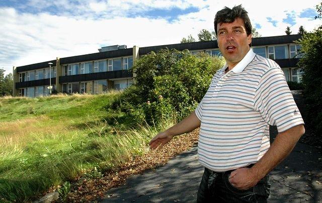 Ordfører John Ødbehr bekrefter at Vestby kommune fremdeles ikke har fått oppgjøret fra Tønsberg Bolig etter salget i 2007. Foto Kjersti Halvorsen