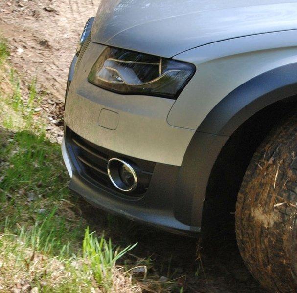 Overhenger foran stopper Q5 i terrenget. (Foto: )