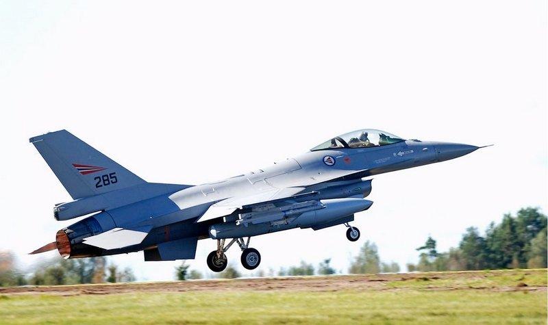 I forbindelse med Norsk Militær Luftmakts 100 års jubileum vil F-16 jubileumsmaskina trene over østlandsområdet.
