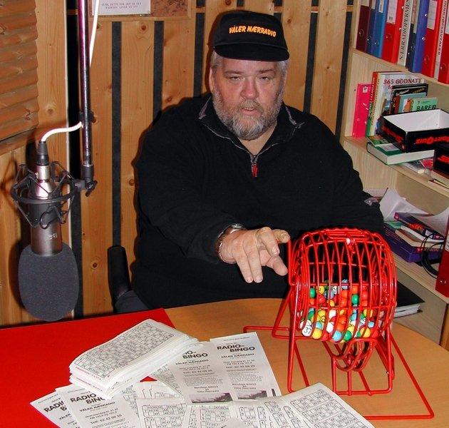 DRØMMER OM DAB: Redaktør i Våler nærradio, Roy Egil Lerudsmoen, er ikke fremmed for å søke digital konsesjon for sin radiokanal. - Får vi det, vil sendingene rekke helt til Oslo, mener han. Arkivfoto: Arnstein Moen