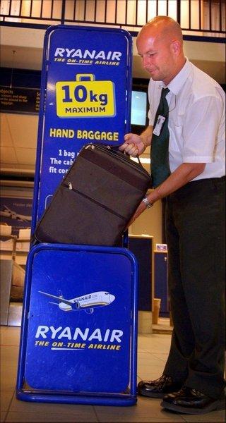 10 KILO: Ryanair tillater håndbagasje på inntil 10 kilo, konstaterer Leif Arild Jensen.