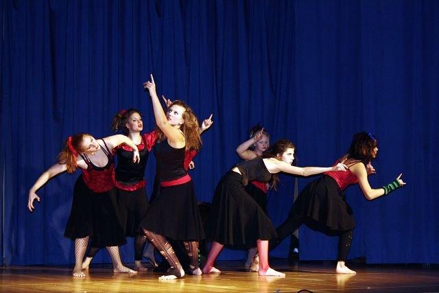 Spennende koreografi og gotisk-inspirerte kostymer og musikk fikk frem en helt spesiell stemning.