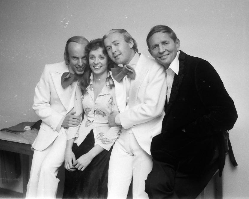 På Saga kino var det minirevy med (f.v) Tore Ryen, Inger Lise Rypdal, Dag Frøland og Einar Schanke.