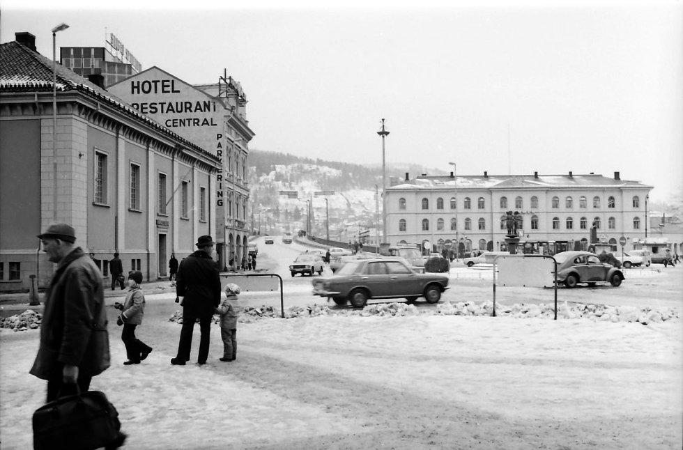 For 35 år siden så Strømsø torg slik ut.