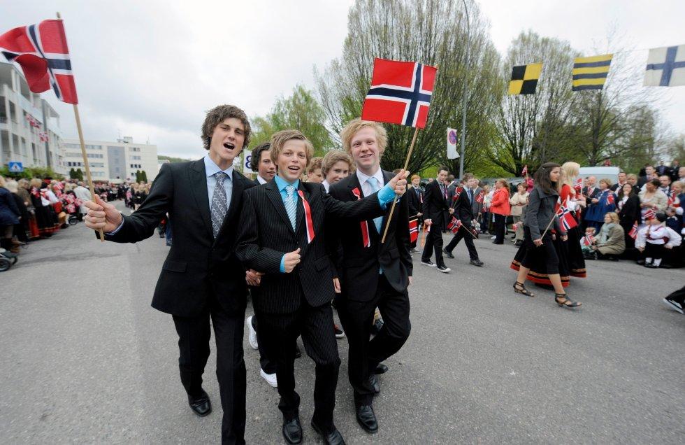 Jørgen Bjerve (f.v.), Lasse Brunsdal og Julian Thorsen går i tog for 9. klasse på Ranvik.