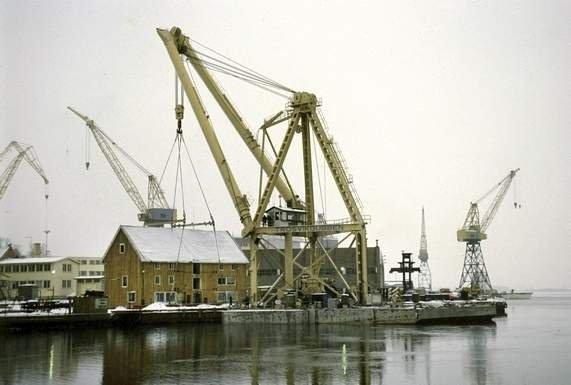 Etter lang debatt ble den historiske bygningen Riggeloftet flyttet fra Kaldnes mekaniske verksted til det nye Kystkultursenteret på Teie i Tønsberg. 30. november 1993.