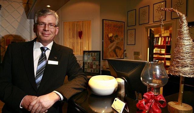 Jostein Sveen sier Rica Park Hotel har hatt 4,000 spisende gjester i julebordsesongen.