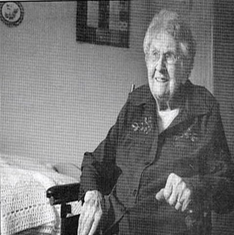 3. eldst: Cora Hansen hjemme på rommet ved Valleyview Home, i Medicine Hat i Canada, kort før 111-års dagen i fjor. Hun flyttet fra Minnesota til Jenner i Canada med sine foreldra fra Drangedal da hun var 13 år gammel i 1912. Hun og mannen hennes flytta seinere til Elkwater.