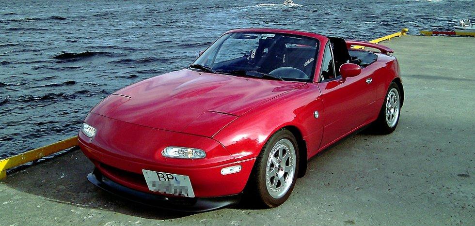 Mazda Miata (MX5 solgt i USA)     1990 modell, classic red.     Den første utgaven av det som nå er verdens mest solgte roadster.     Verdens mest driftsikre roadster!     Denne bilen har blitt gjort en del med, blant annet understell, Sparco seter+++           Innsendt av Marius Torgersen     Solbergelva