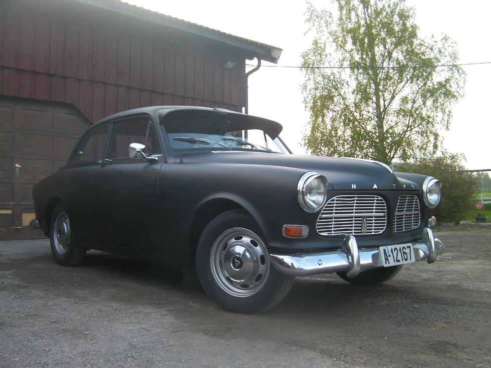 Vår kjære Volvo Amazon 1967. Fått mye personlighet med hjelp av caps og øyelokk.  En bil man ikke kan slutte å se på.     Hilsen Frode Munkeby og  Ida C C Schønheyder.