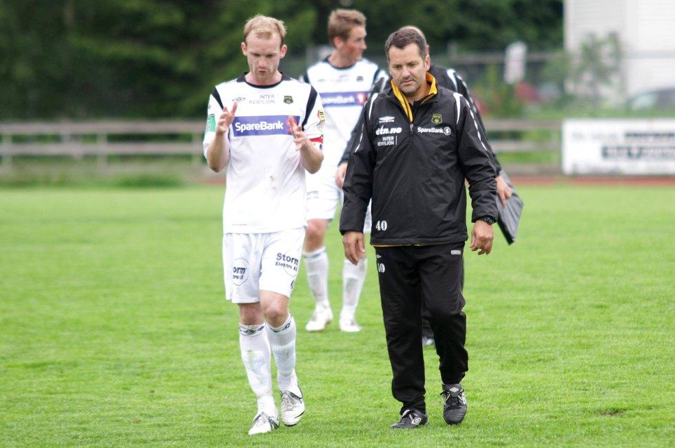 Ullensaker/Kisa mot Moss FK. Tap, 3-1. Tor Thodesen, MFK (t.h.). Simonsen til venstre.