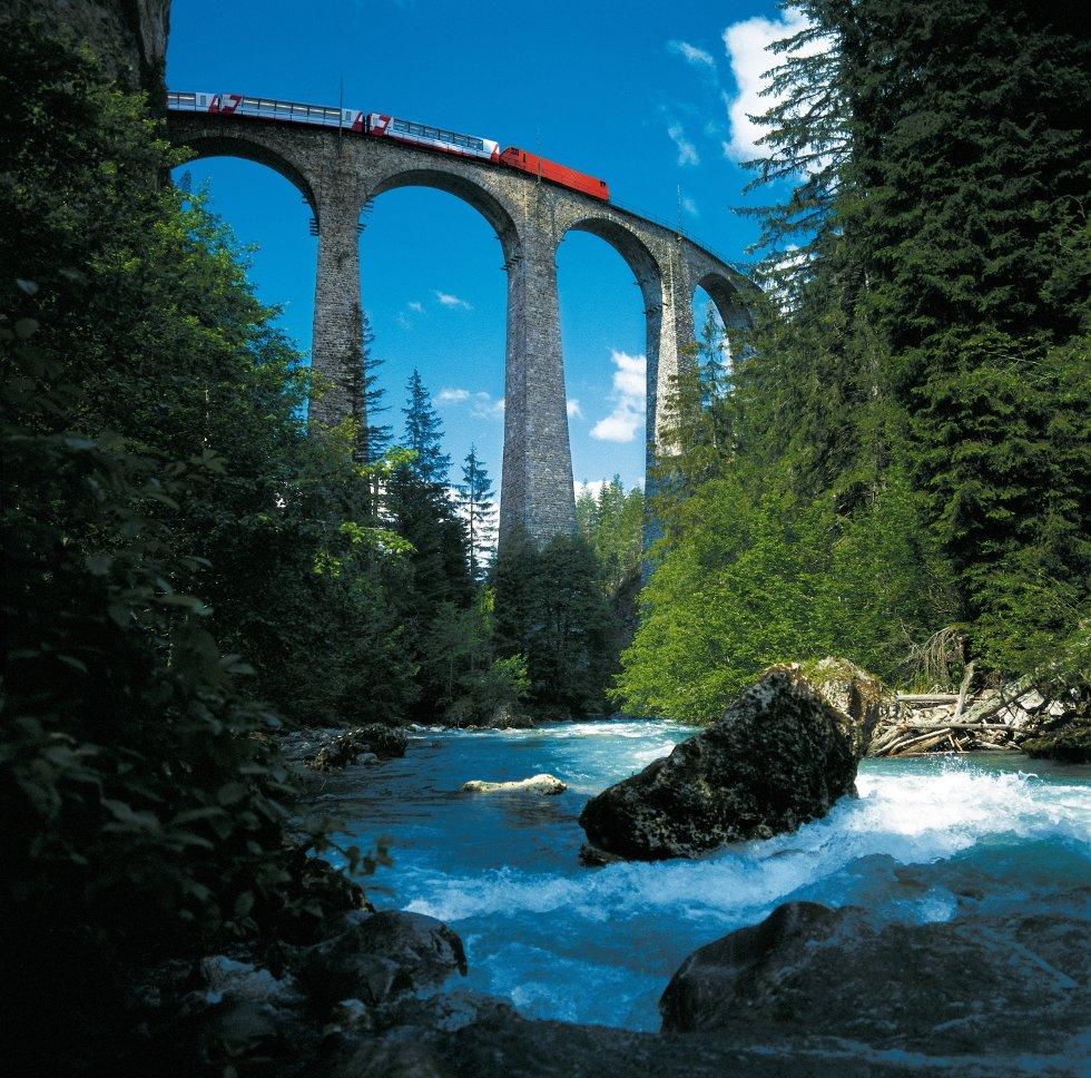 Landwasser-viadukten er et spektakulært syn - uansett vinkel.