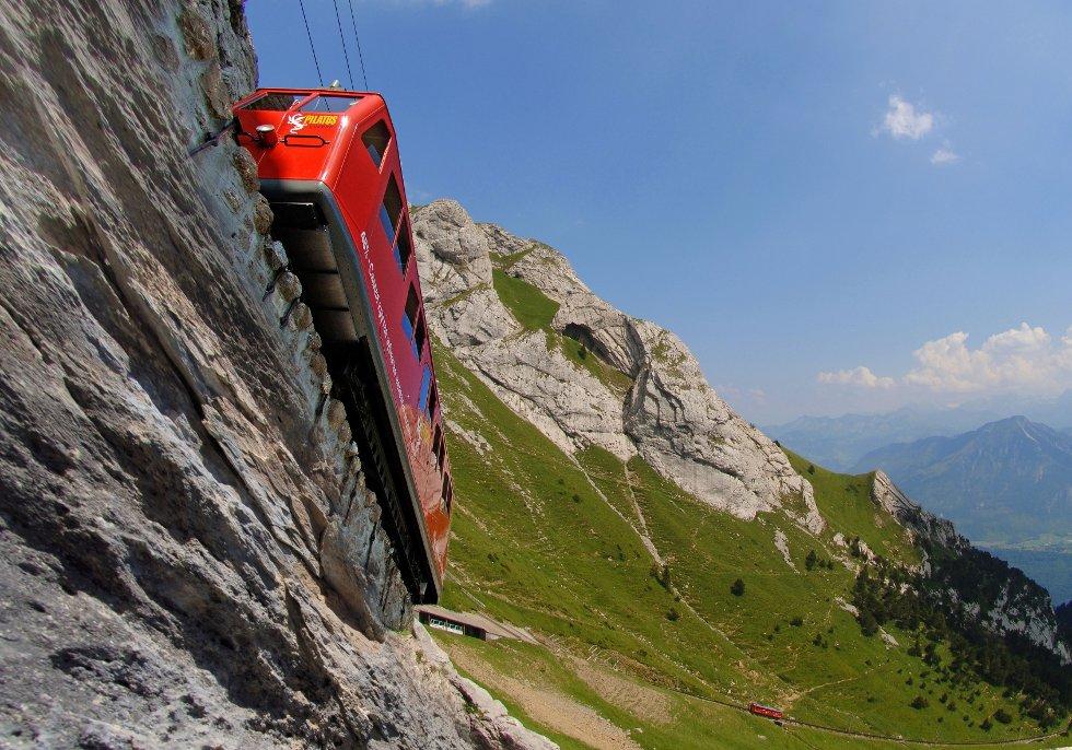 Pilatus-banen i Luzern er verdens bratteste, men regnes ikke som en vanlig togstrekning.