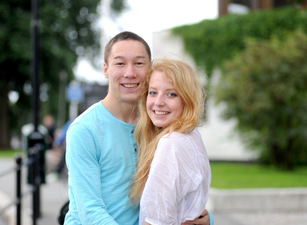 Sander Rosøy (18) og Karolina Kairelyte (16) kosa seg på festival