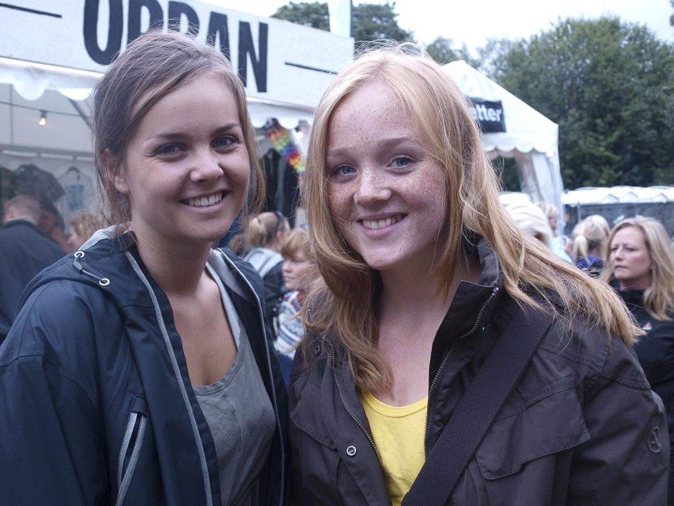 Kaja Steinnes Christoffersen (17) fra Tønsberg og Nora Marie Eikenæs (17) fra Nøtterøy.  (Foto: )
