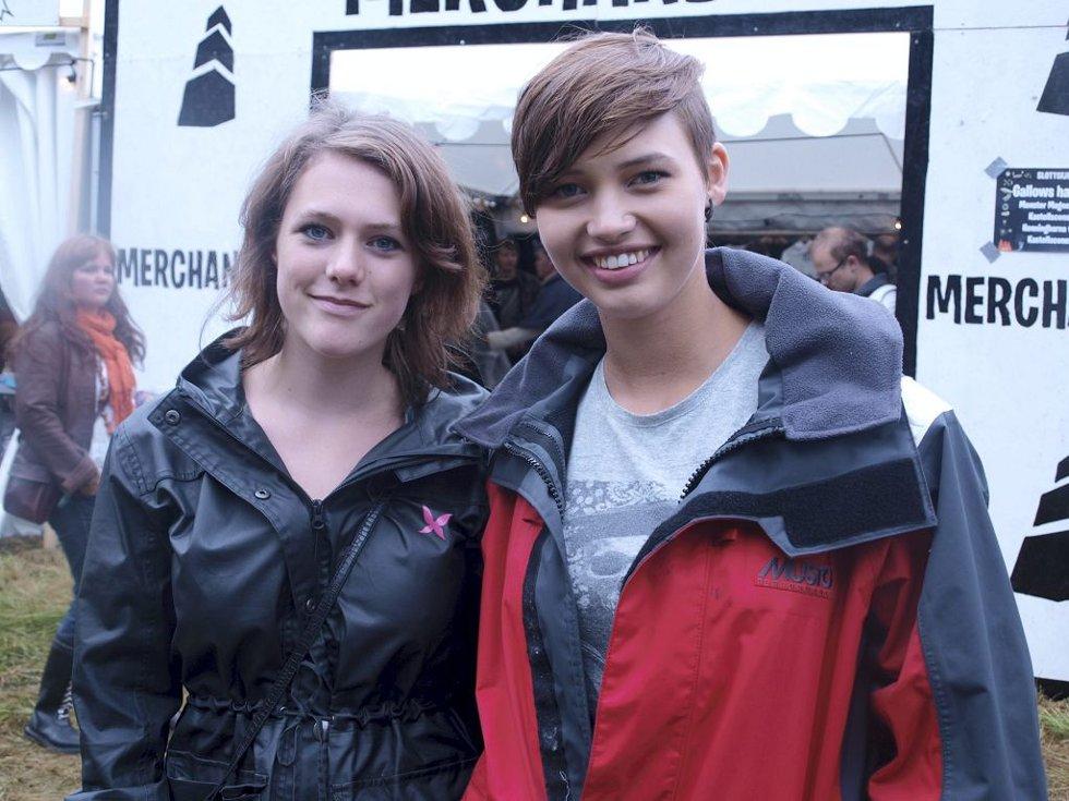 Ingrid Margrethe Feilberg (17) og Sara Helene Bergheim (16) fra Tønsberg.  (Foto: )