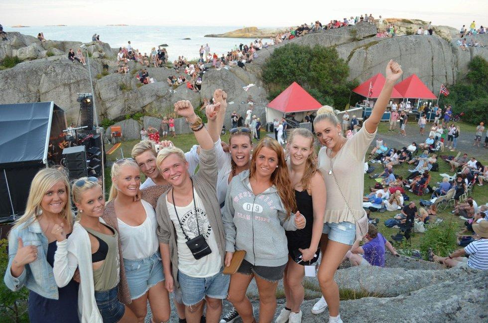 Tjøllinggjengen gleder seg mest til DeLillos, men mener stemningen på Kjerringvikfestivalen var upåklagelig lørdag. Alle foto: Natalie Remøe Hansen