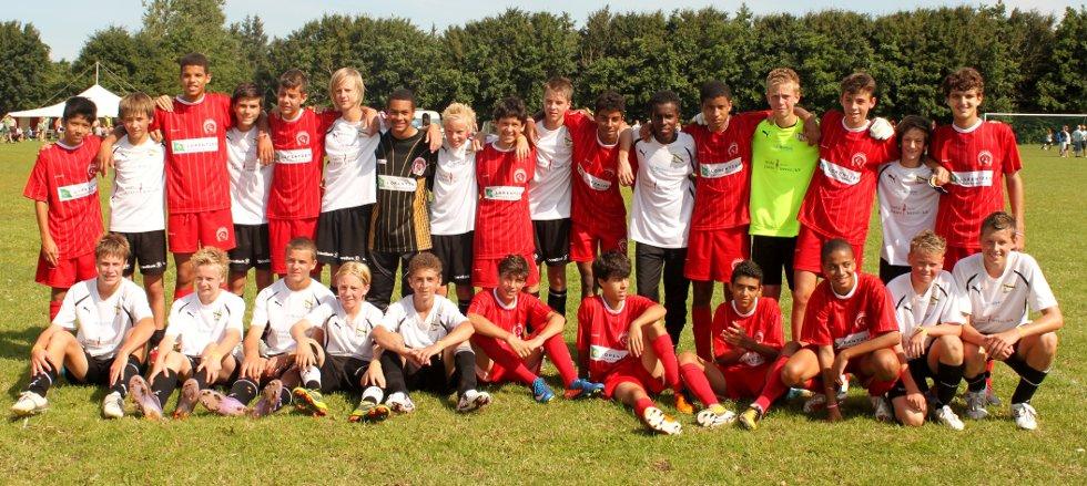 Vestby ILs G14-lag sammen med brasilianske Pequeninos do Jockey under Dana Cup 2011. Brasilianerne slo Vestby-guttene 4-0 i åttendelsfinalen.