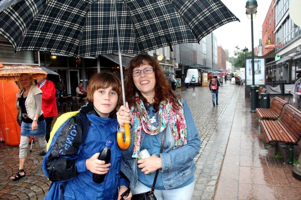 Elvefestivalen i regn, Claus Michael Fasting og Anneke Fasting.