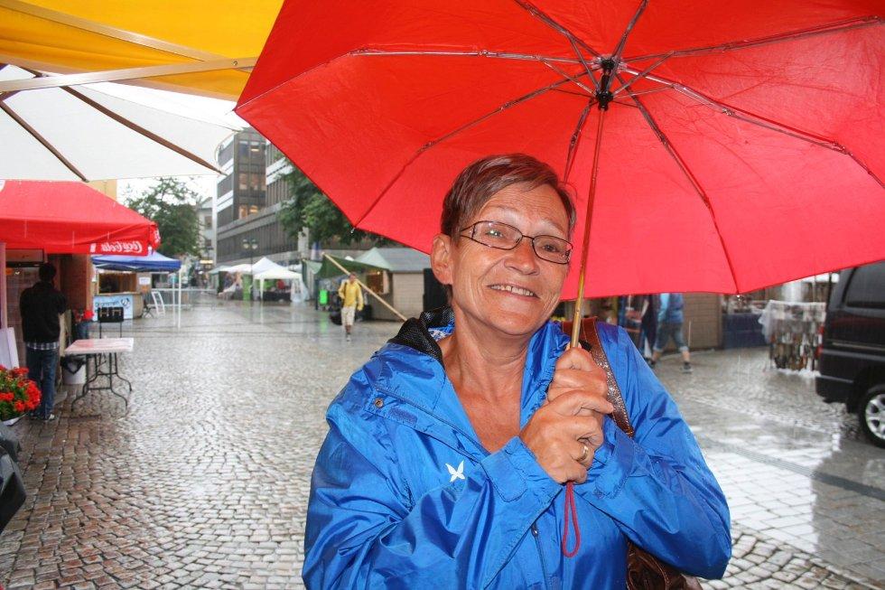 Elvefestivalen i regn. Inger Johanne Jakobsen.