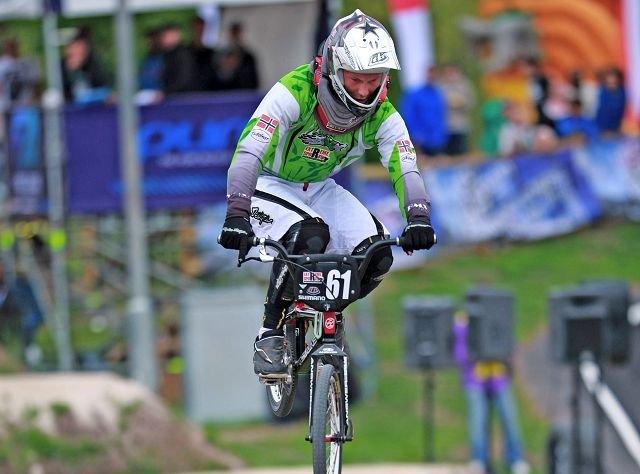 Fredrik Westeng Olsen fra Råde BMX-klubb er med i kampen om Norgescup-tittelen etter helgens to løp i Råde.