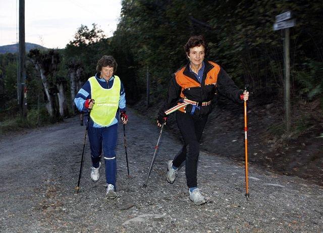 INTERVALLER: Ann-Birgith Haraldsen (t.v.) og Ellen Haraldsen kjører intervalldrag i Tveiterbakkene. FOTO: KNUT BJERKE