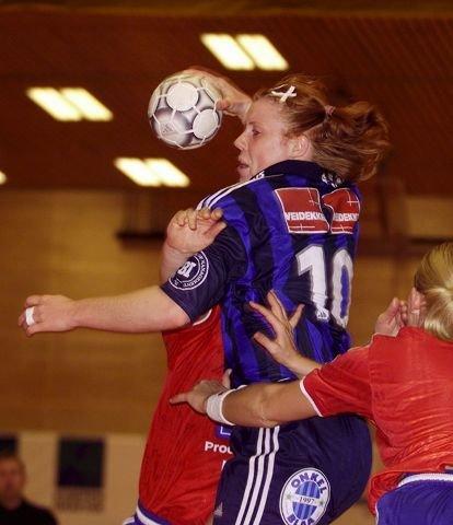 HØYT OPPE: Karoline «Karo» Dyhre Breivang, eks-Stabæk, nå Larvik og landslaget, OL-gull og VM-gull. Foto: Karl Braanaas