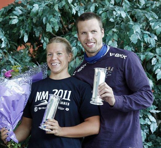 SARAS OPPTUR: Sara Nordenstam, OL-bronse 2008, EM-sølv og 21 NM-gull, her sammen med Alexander Dale Oen, bosatt i Bærum, han også. Foto: Tore Guriby