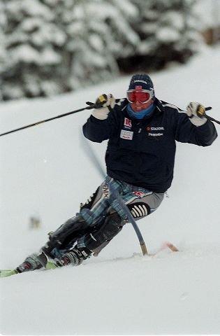 TAR EN ERIKSEN: Stilstudie av Tom Stiansen fra Asker Skiklubb, verdensmester i slalåm 1997. Foto: Ulf Hansen