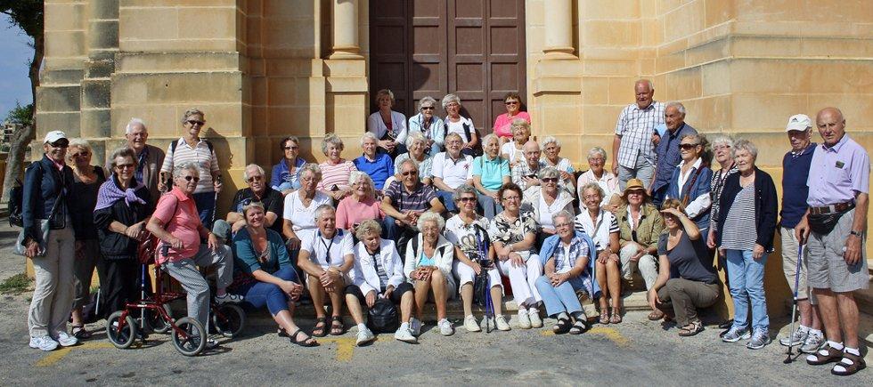 De godt voksne sandesokningene koser seg i sol og varme på Malta.