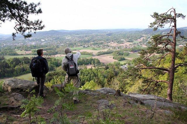 Bildet viser utsikten fra Skaugumåsen mot Asker sentrum og Vardåsen.