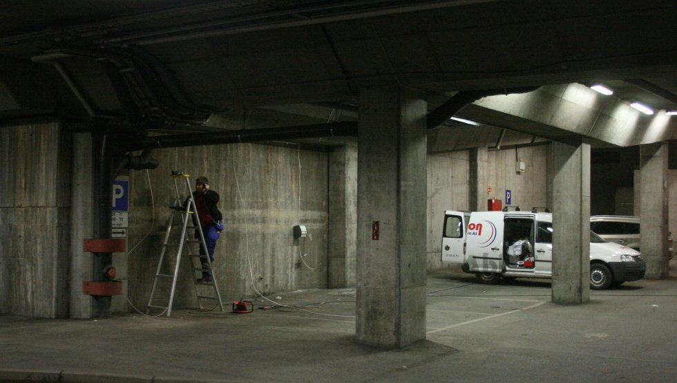 Her etableres nå tre nye plaser for elbiler i Sandvika.