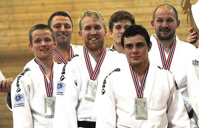 Fra venstre: Thomas Engebretsen, Rune Enget, Torbjørn Engebretsen, Geir Bjerknes, Morten Andersen og Geir Aage Jacobsen.