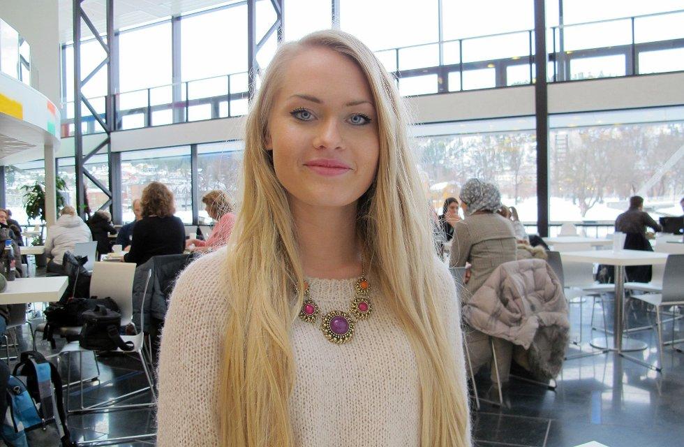 Etter å ha vurdert både Bergen og Oslo som studentby, valgte Henriette Thorsbye Ødegaard å studere på HiBu fordi det var nærme hjemme.