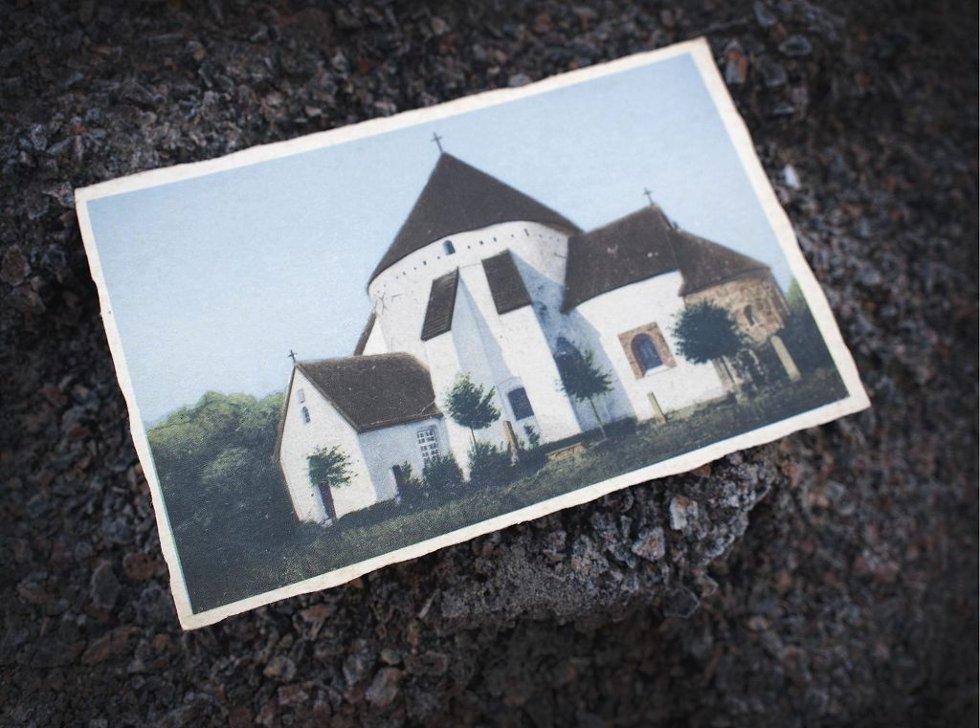 POSTKORT FRA BORNHOLM: Omtrent slik kan Olavkirken i Tønsberg ha vært. – Minus de stavene på sidene av veggene, sier Luthen.      Foto: Hans Christian Moen