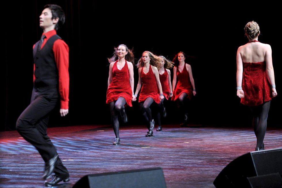Celtic Inspiration danset og skapte skikkelig liv i Drammens Teater.