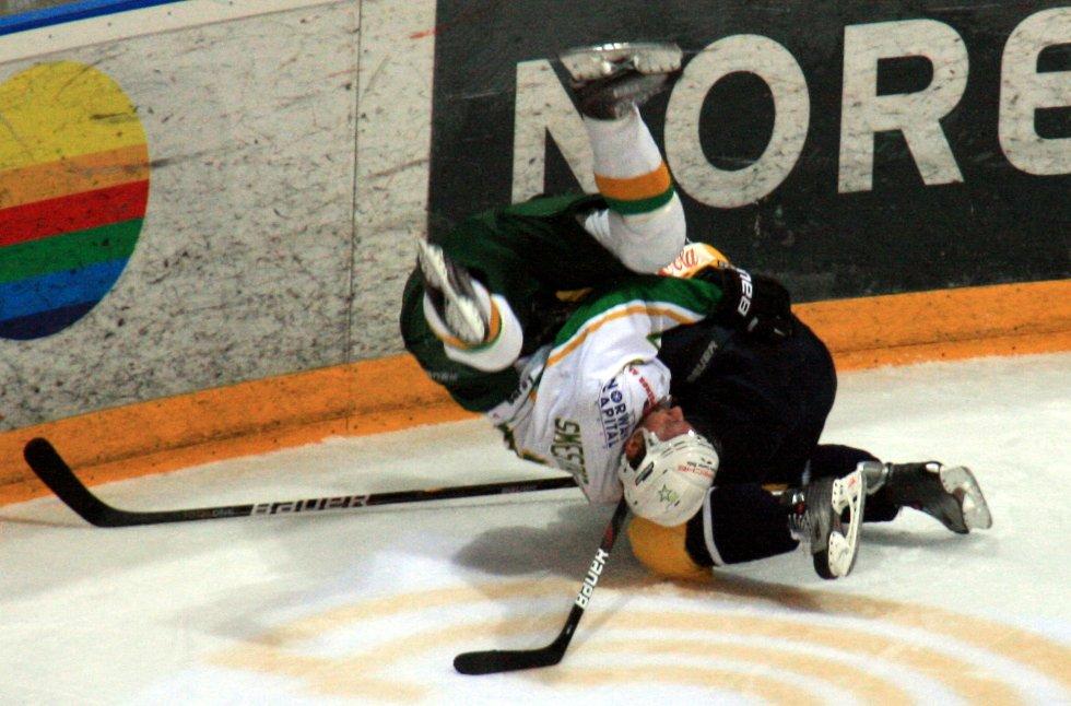 Dette var det beste grepet Storhamar fikk på Manglerud Star. Fredrik Lystad Jacobsen fikk snurr på motstanderen i denne situasjonen, men dragene havnet selv på ryggkulen målmessig.