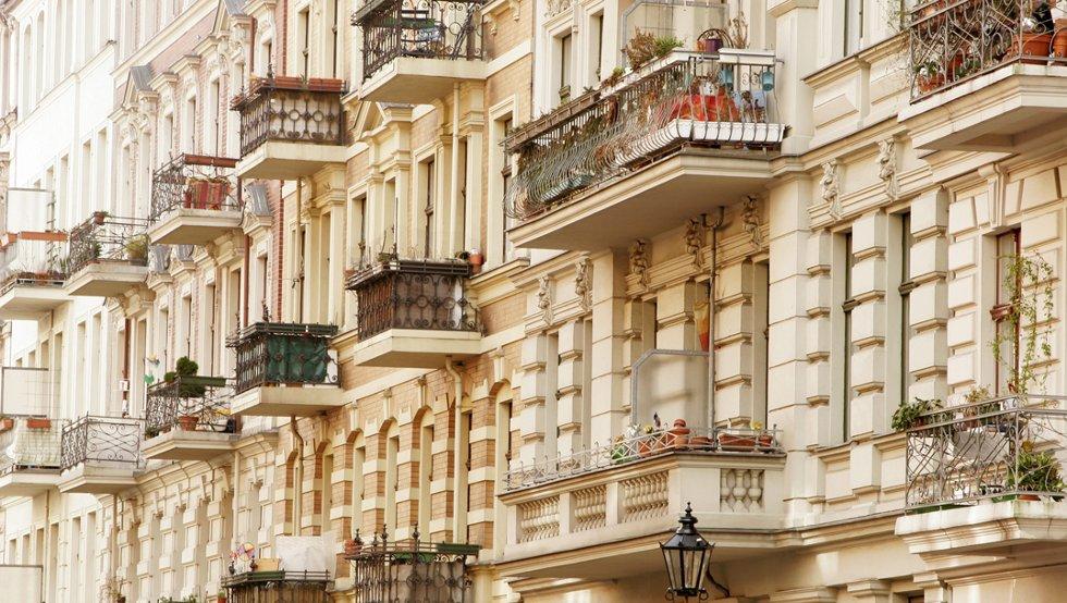 Storbyen har overskudd av leiligheter og relativt lave priser. Bydelen Kreuzberg er populær.