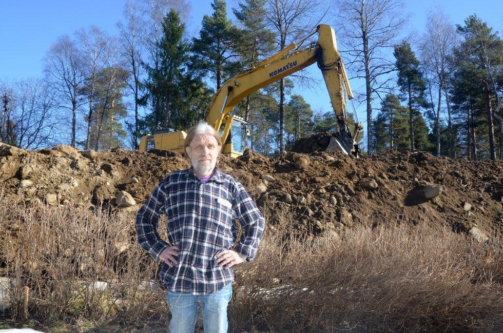 URETTFERDIG: Mens nabotomten utnyttes til fulle, har Gravingen ventet i årevis på svar på hva han får gjøre med eiendommen sin.