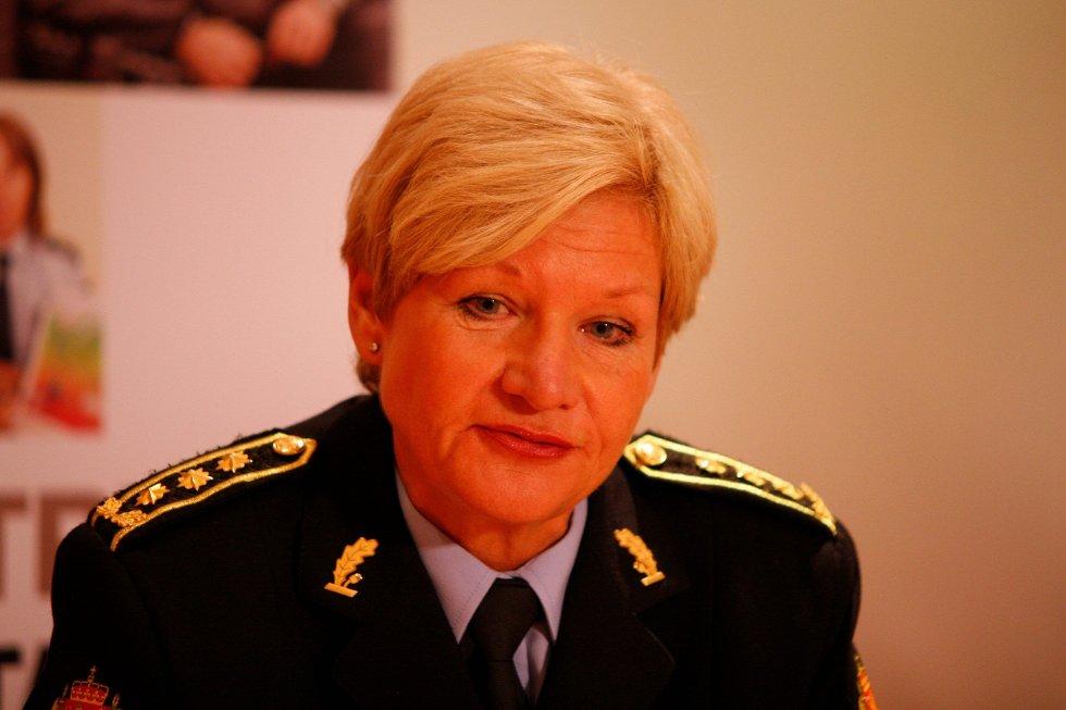 ADVARER: Stasjonssjef Gro Smedsrud på Manglerud politistasjon advarer eldre mot å slippe inn hjemmehjelp som ikke legitimerer seg.FOTO: ØYSTEIN DAHL JOHANSEN