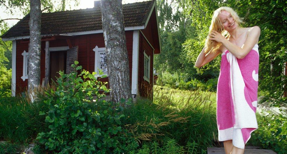Et enkelt krypinn ved et rolig skogstjern er kanskje alt du trenger for å finne roen.