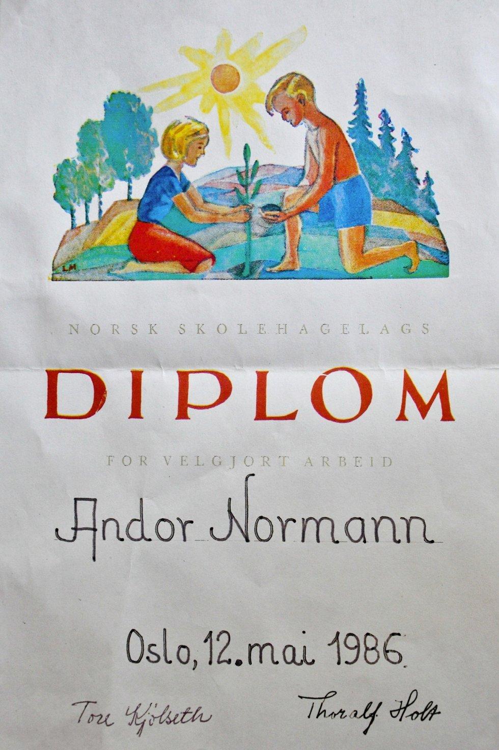 Plantepedagog: Andor Normann har lang fartstid som plantepedagog. Her et synlig bevis fra Norsk Skolehagelag.
