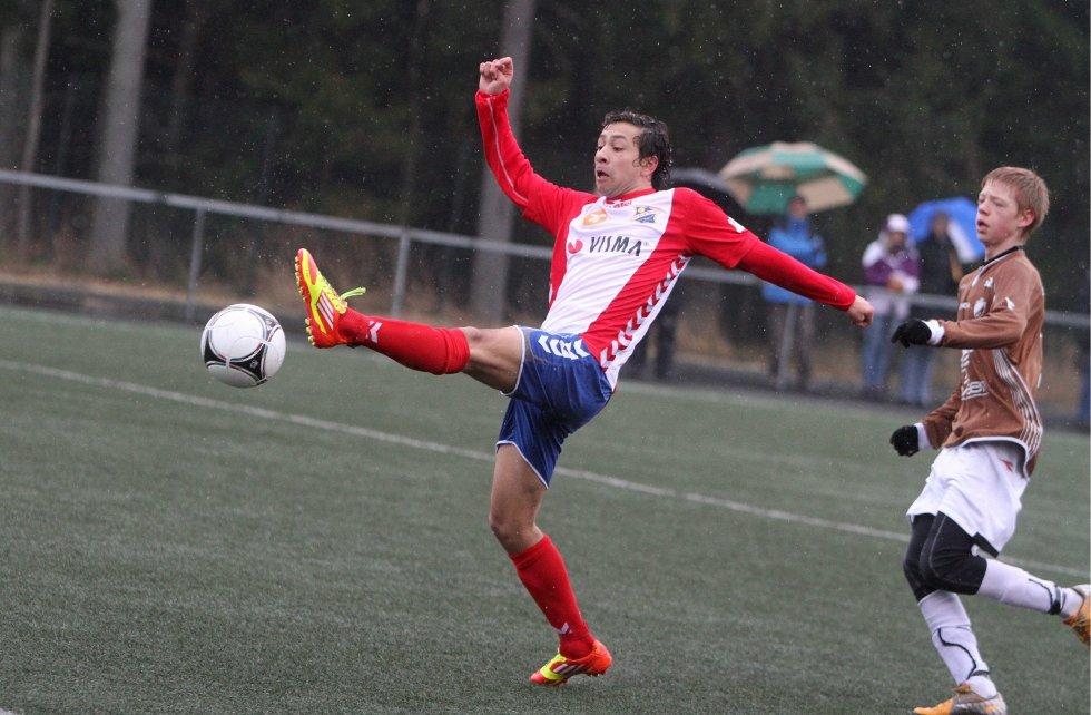 På hugget: Edwin Kjeldner var stadig på farten mot Borgens etterhvert svimle forsvarsspillere.
