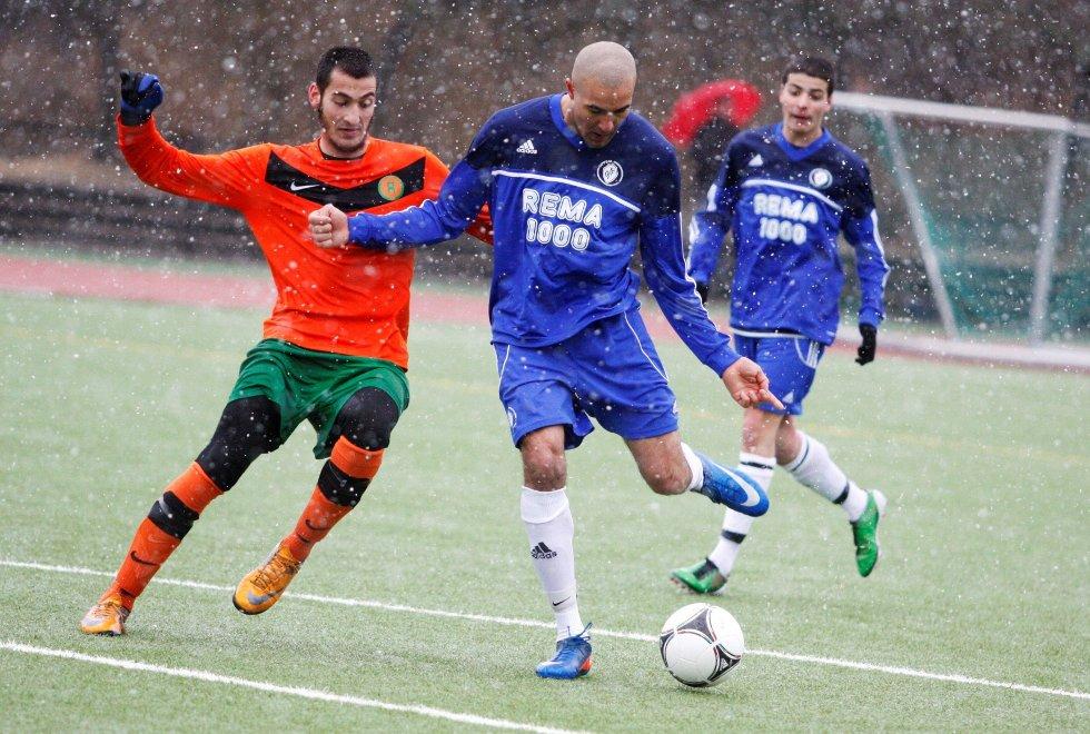 TRAFF BLINK: Oppsal-kjempen Mohsin Ali Ghous (24) er her i ferd med å banke inn 2–0-scoringen på overtid i mandagens oppgjør mot Romsås.