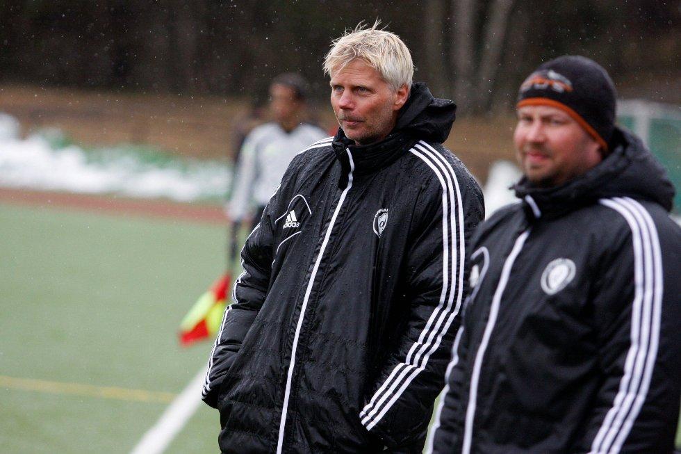 NY SJEF: Raymond Mikkelsen har fått en pangstart som Oppsal-trener. Her sammen med kollega Tom Høgåsen.
